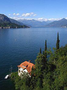 Villa Lucertola con lo sfondo dell'alto lago