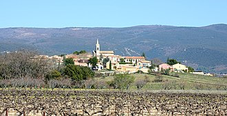 Villars, Vaucluse - View of Villars with vineyards