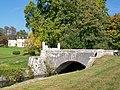 Vineuil-Saint-Firmin (60), château de Saint-Firmin dans le parc de Chantilly et pont.jpg