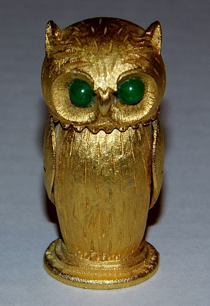 File:Vintage Goldtone Owl-Shaped Cigarette Lighter, Copyright Florenza (8456138179).jpg