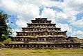 Vista de Pirámide de Los Nichos.jpg