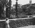 Vista parcial de Santa Pau i un nen.jpeg