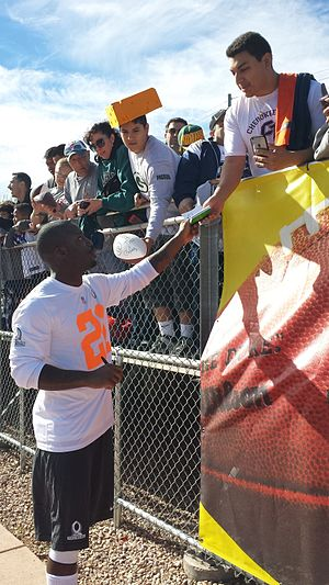 Vontae Davis - Davis signing autographs at the 2015 Pro Bowl