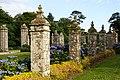 Vue des piliers de la cour d'honneur, château du Guilguiffin.jpg
