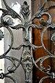 Weingarten Vorraum Tür zur Kirche Gitter.jpg