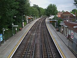 West Finchley stn high southbound