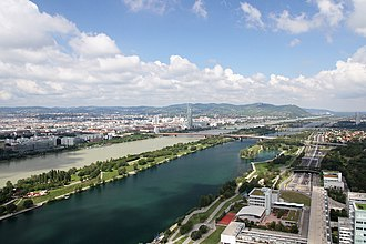 New Danube - New Danube between Donaustadt (Kaisermühlen) and Floridsdorf.