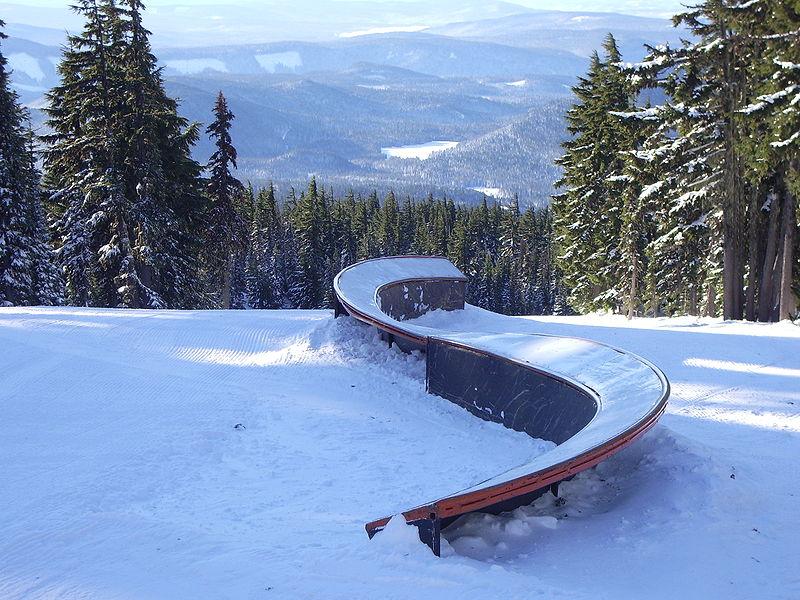 800px-Wintersports_terrain_park_S-rail_GP1393 Backyard Snowboard Park