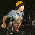 Woman lathe operator in the 1940s.jpg