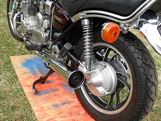 Swingarm - Yamaha XJ650 Maxim has a driveshaft forming the left swingarm