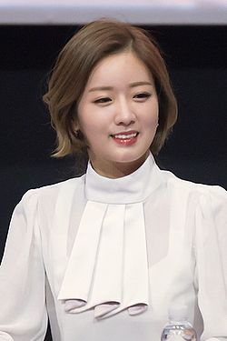 Yoon Bomi at a fansigning at Lotte Cinema, 4 December 2014.jpg