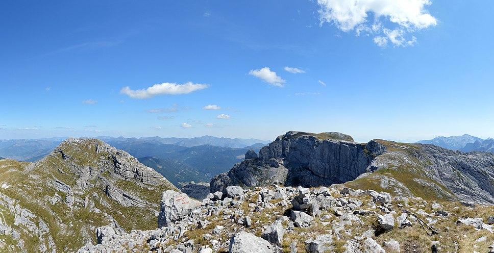 Zla Kolata summit view with Kolata peaks (cropped)