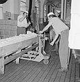 Zuivelfabriek Tnuva Botermakers aan het werk, Bestanddeelnr 255-4431.jpg