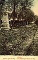 """""""Das Massengrab des 32. Infanterie-Regiment"""" (um 1915) in Sanok, wurde jedoch gegen Anfang der kommunistischen Diktatur zerstört. Kriegs-Graber-Abteilung.jpg"""