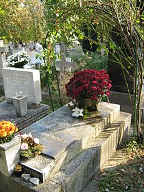 Őze Lajos a Farkasréti temetőben.JPG