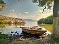 Βάρκα στο γιαλό της λίμνης Ορεστιάδας.jpg