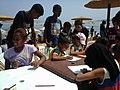 صورة لمجموعة من الأطفال يرسمون في ورشات.jpg
