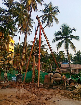Migrant labourers in Kerala - Machinery used for piling
