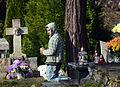 02014 Ein bettelnder Junge auf dem Friedhof.JPG