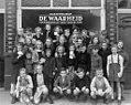 04-25-1947 01558 Kinderen voor de Waarheid-winkel (5398297371).jpg