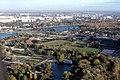 075R08181080 Blick vom Donauturm, Donaupark, Alte Donau, U Bahntrasse U1, Wagramerstrasse, ÖBB Sportanlage 18.10.1980.jpg