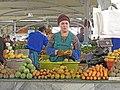 083 Eski Juva Bozori, mercat de Chorsu (Taixkent), parada de verdures.jpg