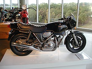1982 Hesketh V1000 01.jpg