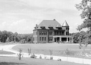 The house in 1895. The Queen Anne style house was built of terracotta brick and originally unpainted. In 1961 the house's brick face was painted white.