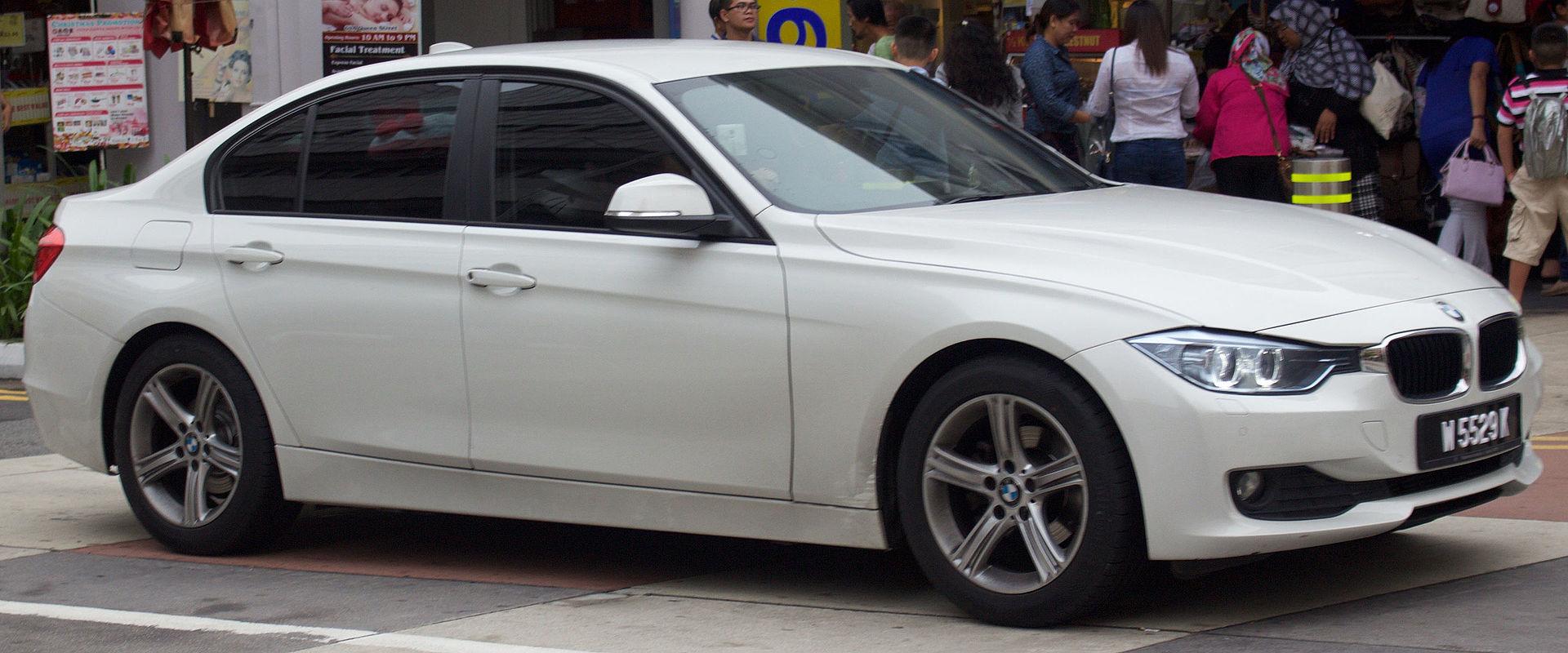 2012-2015 BMW 318i (F30) sedan (2016-01-03) 01.jpg