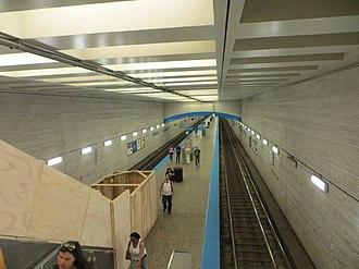 Belmont station (CTA Blue Line) - Image: 20150720 02 CTA Blue Line @ Belmont