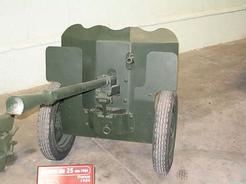 A 25 mm Hotchkiss anti-tank gun. French artillery dominated the battlefield. 25 mm SA mle 1934 Saumur 01.jpg