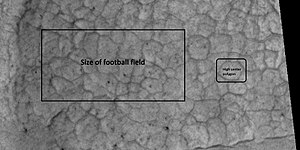 Deuteronilus Mensae - Image: 43899 2265highcenterpolygo nsclose 2