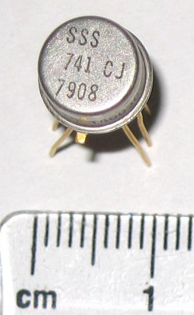 Operational amplifier in a TO-5 package, viewed from above. 741 op-amp in TO-5 metal can package close-up.jpg