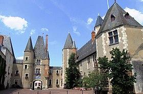 Château des Stuarts et hôtel de ville