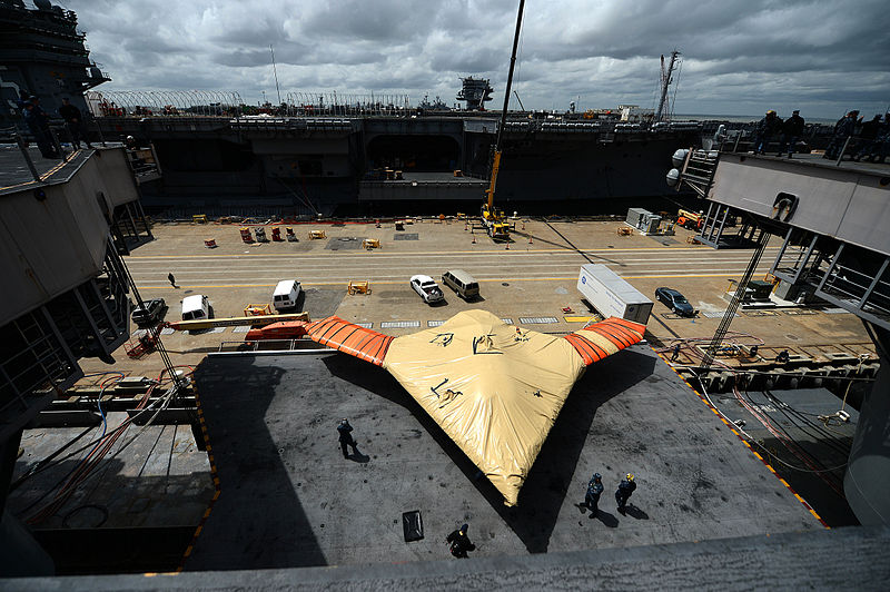 File:A U.S. Navy X-47B Unmanned Combat Air System demonstrator aircraft is lowered onto an aircraft elevator aboard the aircraft carrier USS George H.W. Bush (CVN 77) in Norfolk, Va., May 6, 2013 130506-N-YZ751-685.jpg