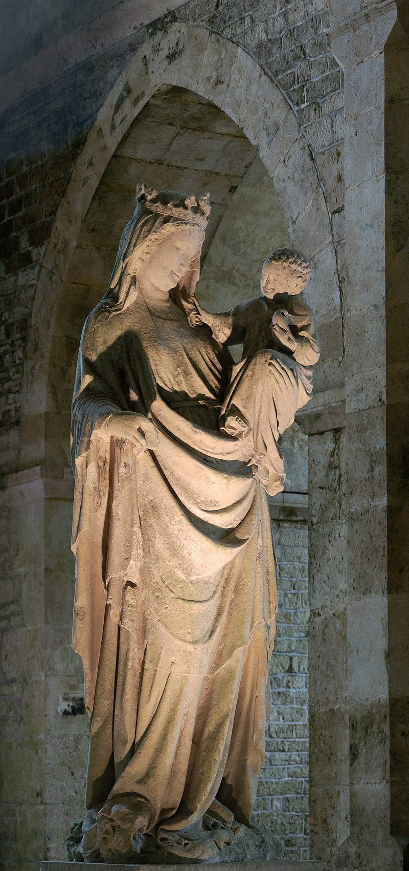 Statue of the Madonna and Child, Abbey of Fontenay, Burgundy. dans immagini sacre 800px-Abbaye_Fontenay_Vierge