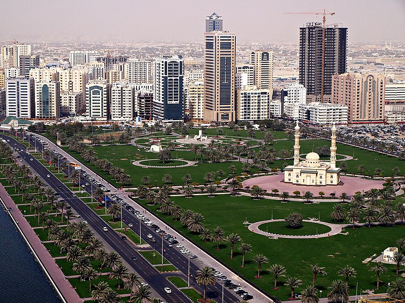 Description Abu Dhabi Corniche Skyline.jpg