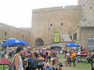 Acco Festival of Alternative Israeli Theatre - Festival goers in Old Akko