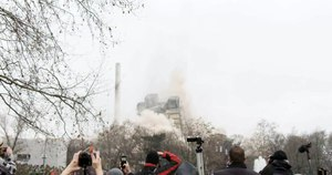 फाइल:AfE-Tower Blasting in 240-fps Slow-Motion.webm