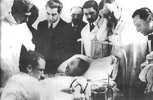 Blood bank - Luis Agote (second from right) overseeing one of the first safe and effective blood transfusions in 1914