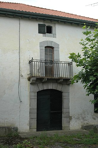 Ainhice-Mongelos - A Bottle door in the Lower Navarre style