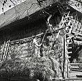 Ajdo obešajo v kozolec- mož stoji na ranti (žrd), Ostrožnik 1951.jpg