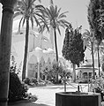 Akko. El Jezzar moskee ingangspartij gedekt door koepels en een deel van het vo, Bestanddeelnr 255-2527.jpg