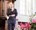 Alain de Botton in 2016 the Westerkerk in Amsterdam 2.png