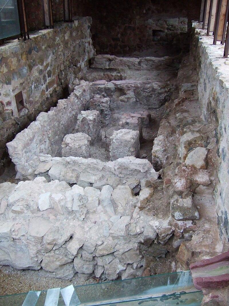 Albarracín - Castillo-Alcazaba - Hipocausto-Hammam.jpg