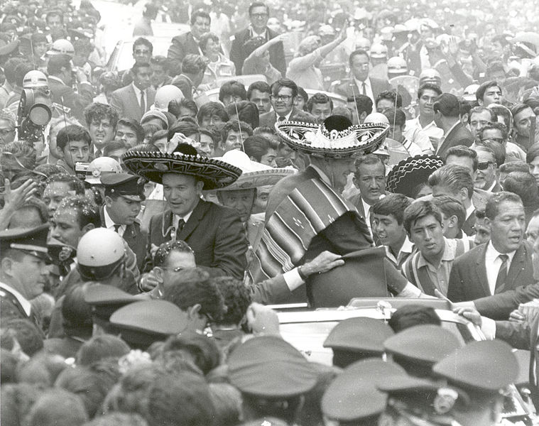 File:Apollo 11 Astronauts Swarmed by Thousands In Mexico City Parade. - GPN-2002-000016.jpg