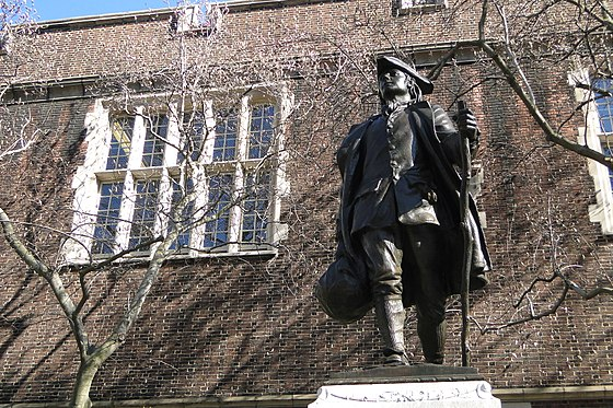 Statue of Benjamin Franklin on the campus of the University of Pennsylvania, 2011 Architecture on University of Pennsylvania Campus - Young Ben Franklin Statue - Philadelphia - Pennsylvania - 04.jpg