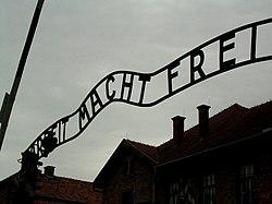 הכניסה למחנה ההשמדה אושוויץ