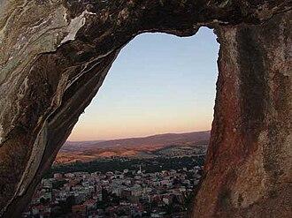 Biga, Çanakkale - Image: Balıkkayamağara