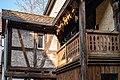 Balkon des Hauses 10 in der Neustadtgasse in Tübingen mit Maiskolben 2019.jpg